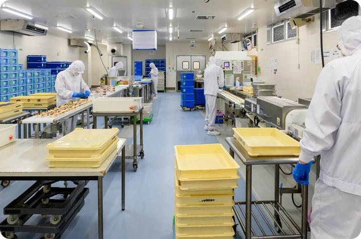 加工から出荷まで厳しい品質管理体制を敷く自社炊飯工場