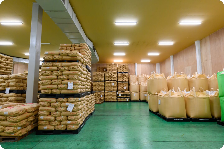 適切な温度と湿度で管理される貯蔵庫